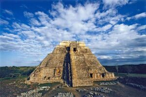 pyramid-of-magician-uxmal