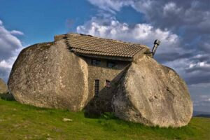 stone-house-portugal