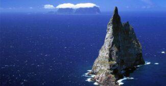 balls-pyramid-near-lord-howe-island-australia