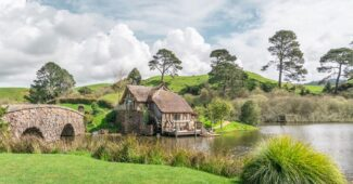 hobbiton-beautiful-places-in-new-zealand