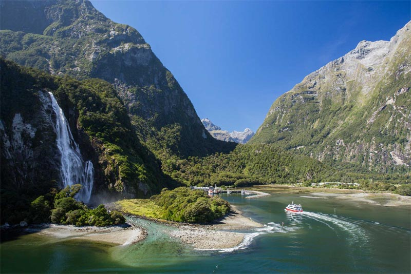 milford-sound-beautiful-places-in-new-zealand