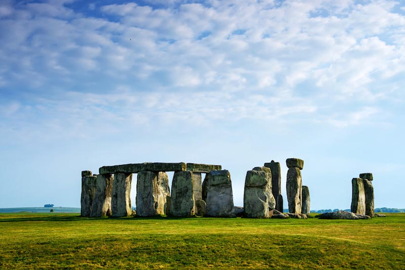 stonehenge-england-oldest-temples-in-the-world
