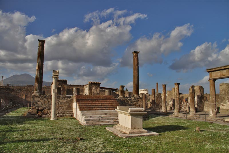 temple-of-apollo-oldest-temples-in-the-world