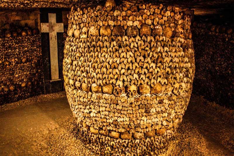 catacombs-of-paris-famous-tombs