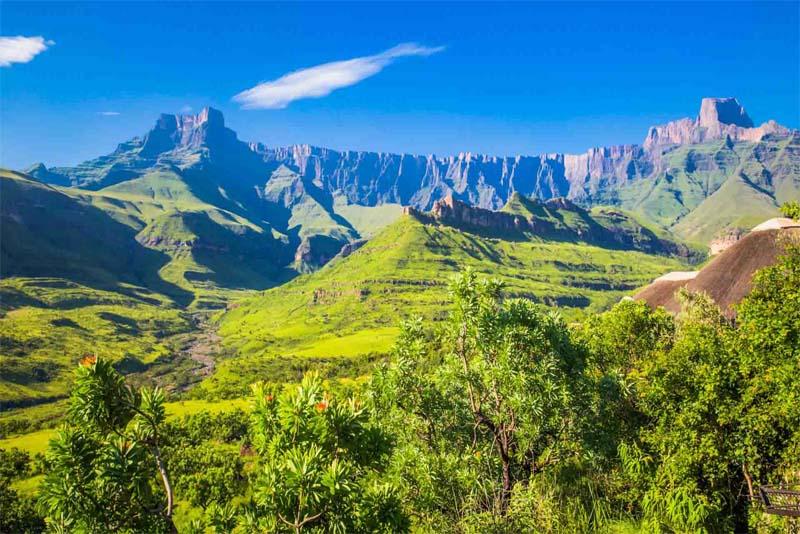 rakensberg-mountains-south-africa