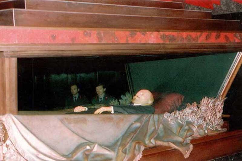 lenin-mausoleum-russia-famous-tombs