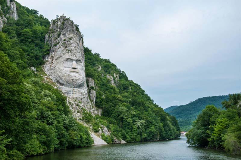 statue-of-king-decebalus-beautiful-places-in-romania
