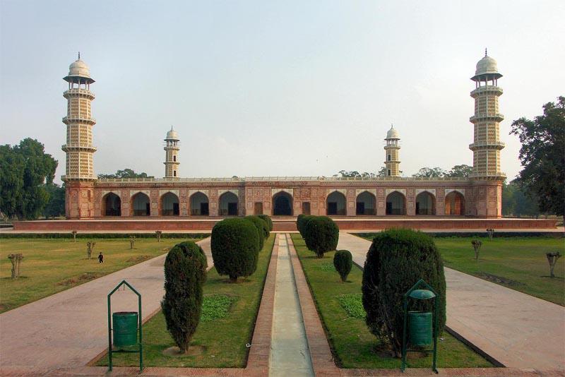tomb-of-jahangir-pakistan-famous-tombs