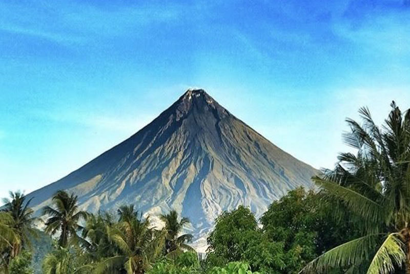 mayon-volcano-famous-volcanoes