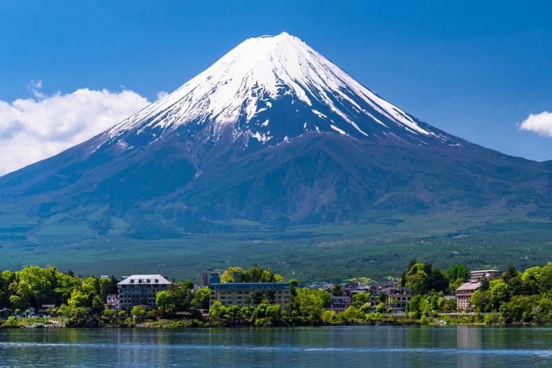 mount-fuji-famous-volcanoes