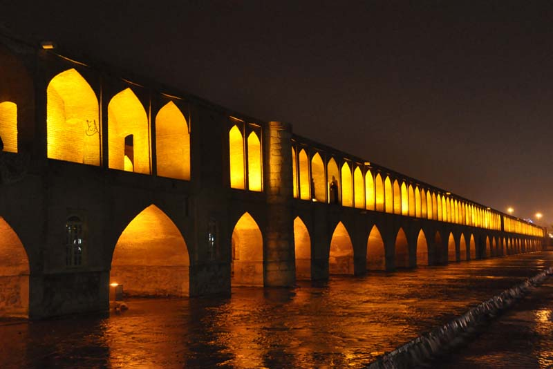 si-o-se-pol-bridge-famous-bridge