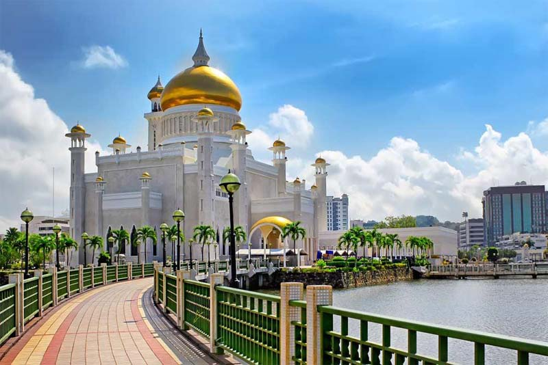 Istana-nurul-Iman-largest-palaces