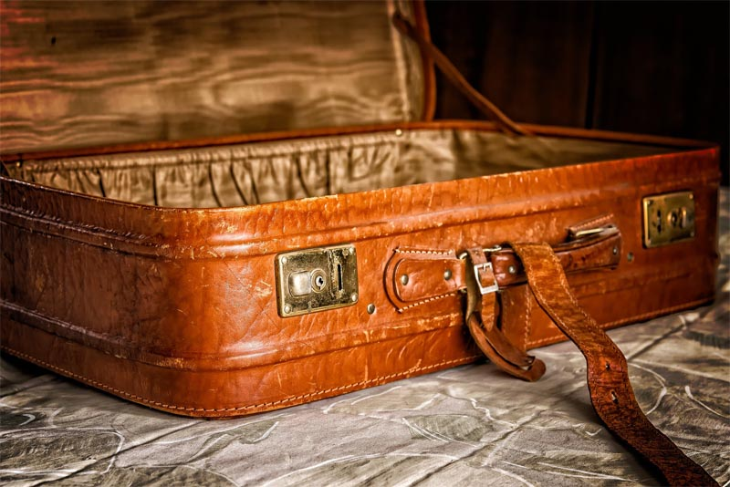 carry-an-empty-suitcase
