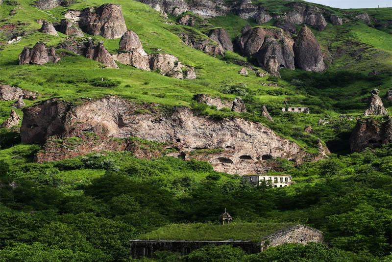 khndzoresk-cave-village