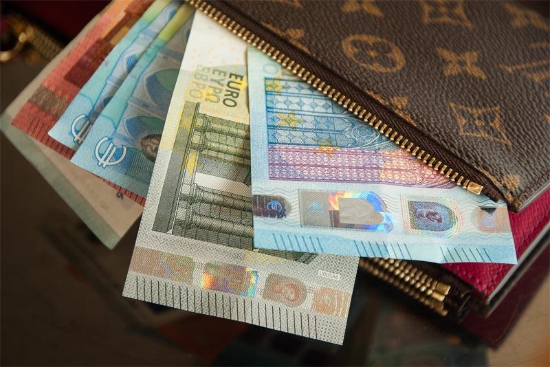 put-cash-in-your-wallet